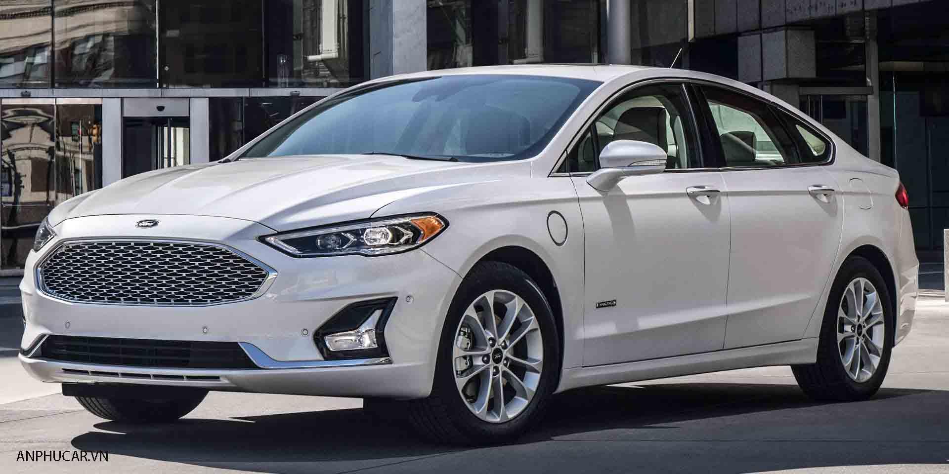 Ford-Fusion 2020 mau trang