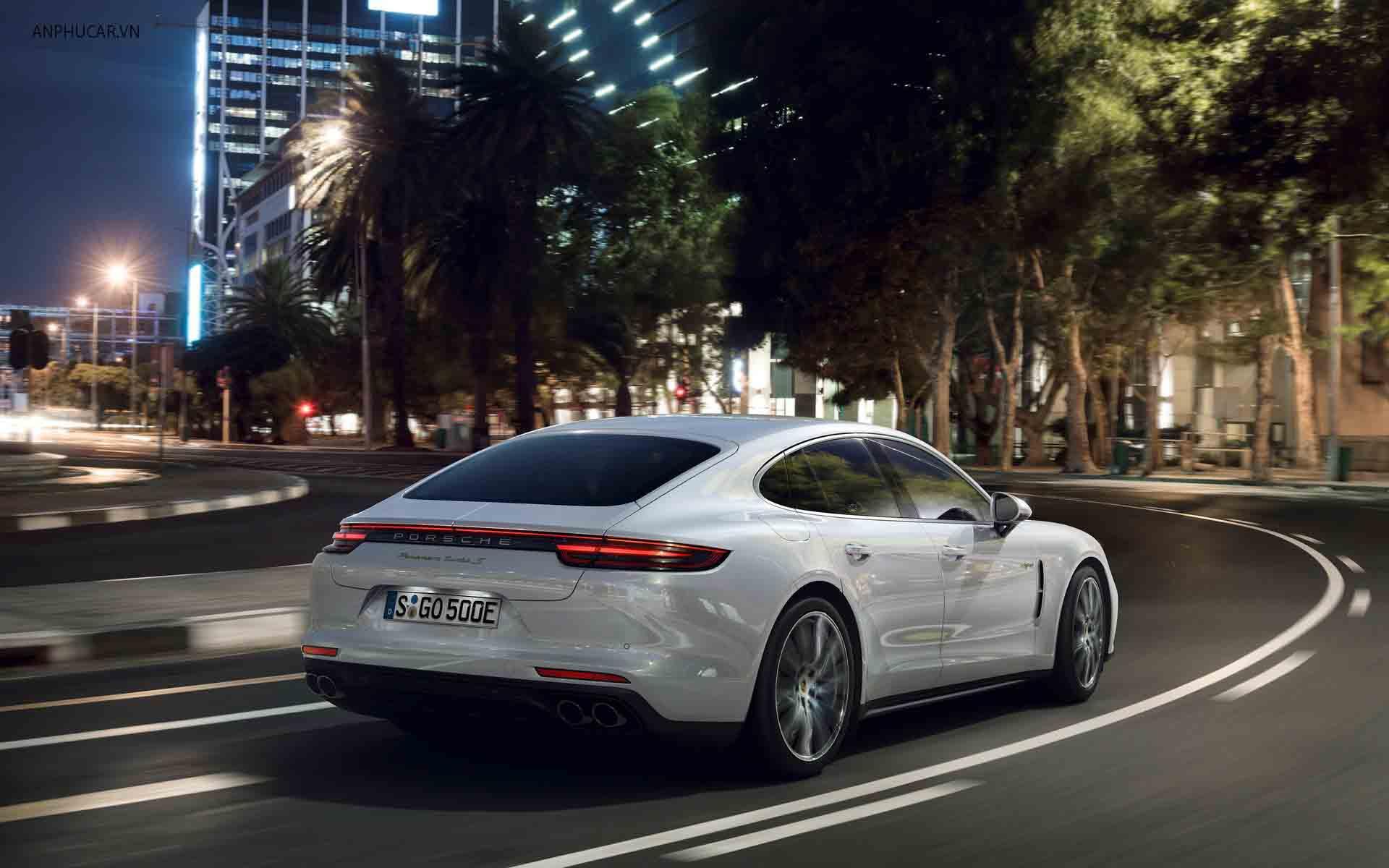 Duoi xe Porsche_Panamera 2020