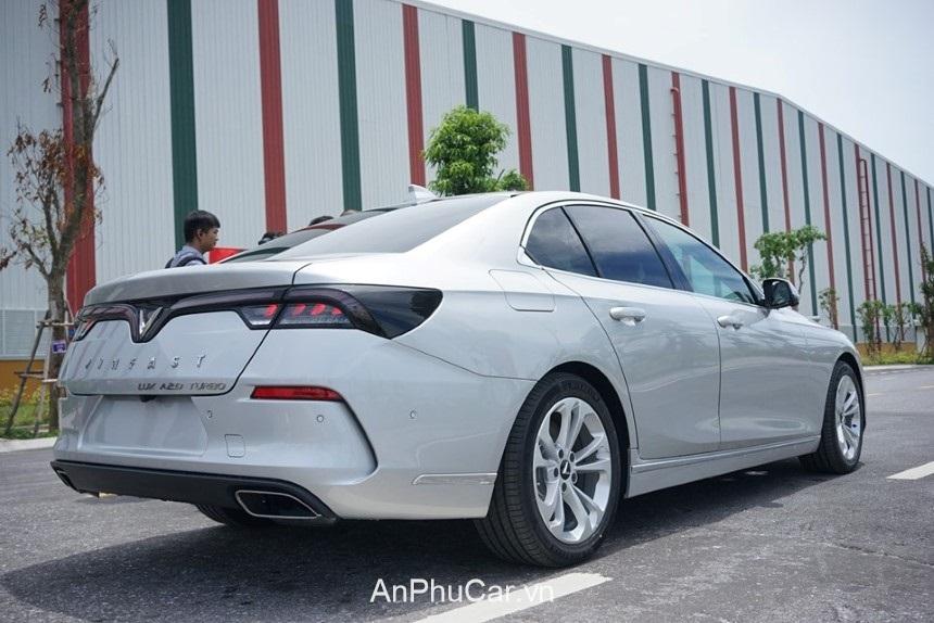 Chuong Trinh Khuyen Mai Vinfast Lux A2.0 2020 Duoi Xe