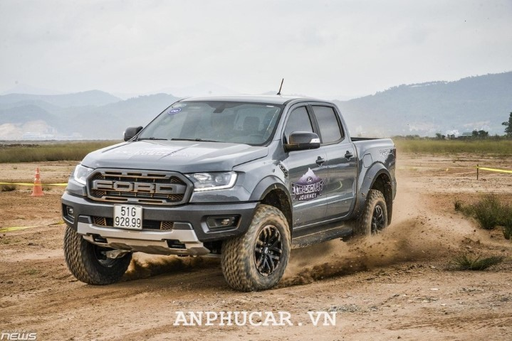 Ford Ranger Raptor 2020 gia lan banh