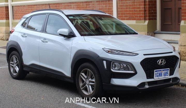 Hyundai Kona mau trang