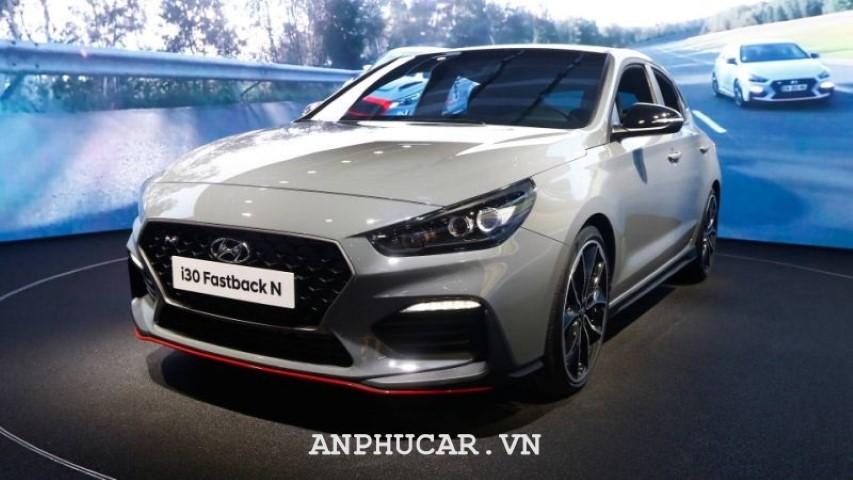 Hyundai i30 Fastback N gia lan banh