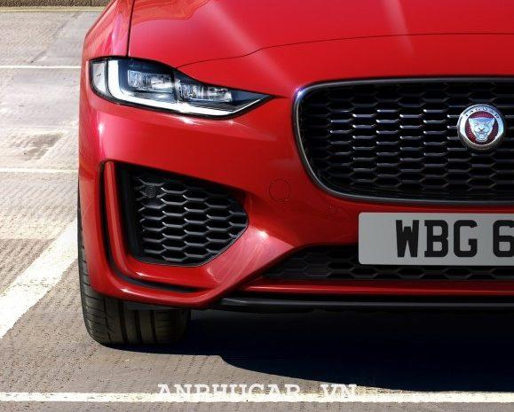 Những đánh giá chi tiết nhất về dòng xe mới Jaguar XE 2020
